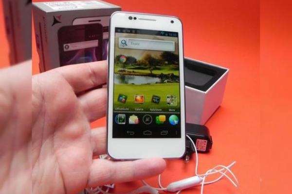 Allview P4 Duo unboxing - scoatem din cutie un model dual SIM interesant (Video)