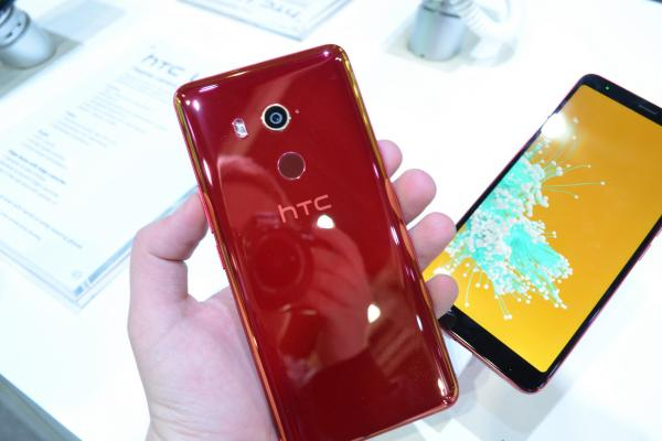 MWC 2018: HTC U11 EyeS prezentare hands-on - midrange XXL, care îţi face selfie-uri Bokeh cu cameră duală (Video)
