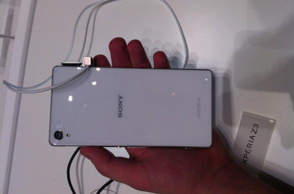 IFA 2014: Sony Xperia Z3 Compact hands on - micul flagship care controlează un PlayStation 4 (Video): img_0648jpg.jpg