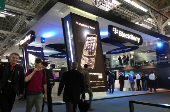 MWC 2011: Tableta BlackBerry PlayBook rulează Quake 3, un film și Adobe Reader simultan (Video): dscn3900jpg.jpg