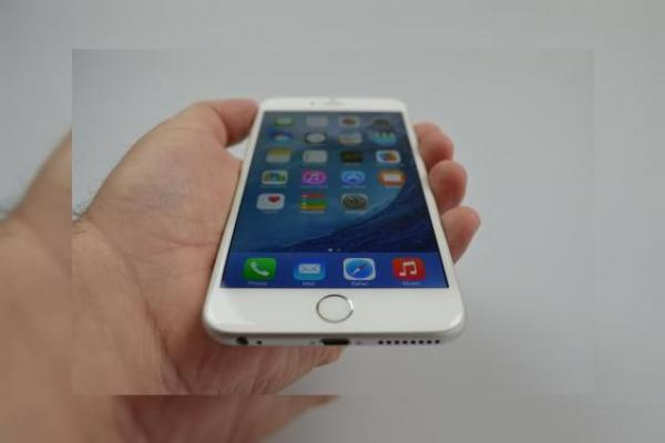 iPhone 6 Plus Review: baterie, ecran și gaming excelent, design imperfect și unele gafe Apple la pachet (Video)