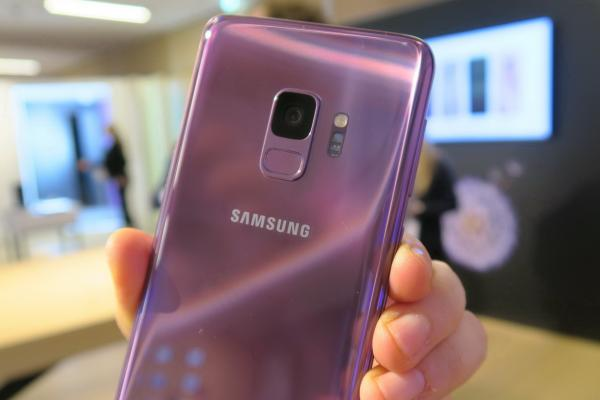 Samsung Galaxy S9/ Galaxy S9+, mini review direct la lansare: premiere foto, design de S8 rafinat, un liliachiu hipnotic