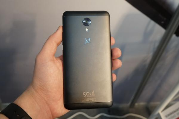 Allview X4 Soul Style - Fotografii Hands-On de la evenimente