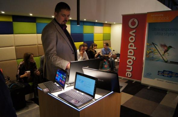 Lansare Vodafone pentru tablete și portabile ASUS cu Windows RT / Windows 8 [video]: lansare_vodafone_asus_4.jpg