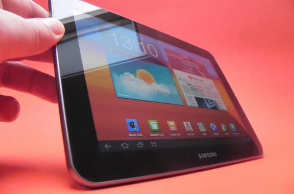 Review Samsung Galaxy Tab 8.9 - tabletă destul de mică și comodă pentru utilizatorul de rând, dar cu TouchWiz imperfect (Video): samsung_galaxy_tab_8_9_review_mobilissimo_02.jpg