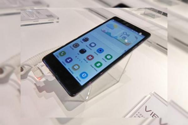 Lenovo Vibe Z hands on preview - phablet LTE de 5.5 inch cu procesor Snapdragon 800 (Retro MWC 2014 - Video)