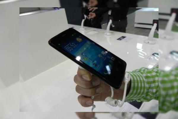 Hands on cu Acer Liquid Z4, un smartphon cu pret sub 100 de euro (Retro MWC 2014 - Video)