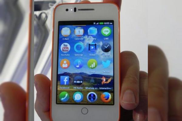 Alcatel One Touch Fire C hands-on preview: un terminal Firefox OS cu preț foarte accesibil (Retro MWC 2014 - Video)
