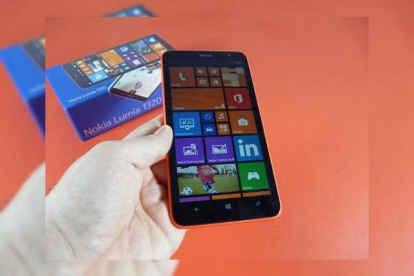 Nokia Lumia 1320 Unboxing: maxi phablet, mini preț (Video)