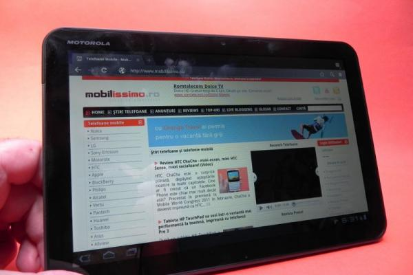 Review Motorola Xoom - prima tabletă Honeycomb se dovedește atractivă (Video)
