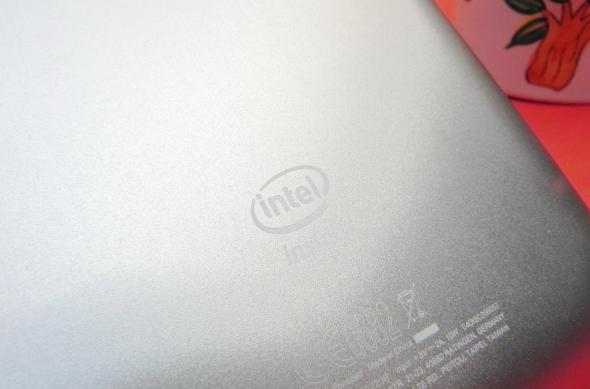 Review ASUS FonePad: un Nexus 7 metalizat, cu procesor single core Intel și apeluri telefonice (Video): asus_fonepad_review_mobilissimo_ro_05jpg.jpg