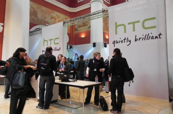 MWC 2011: Tableta HTC Flyer, surprinsă În acțiune la standul HTC (Video): dscn3368jpg.jpg