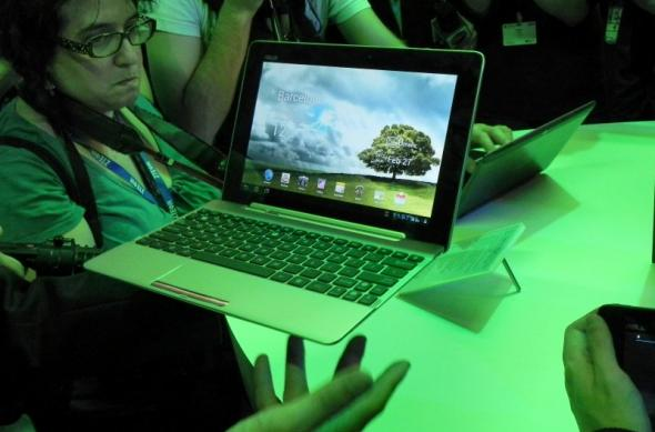 MWC 2012: ASUS Transformer Pad 300 preview - tableta quad core pentru tineri (Video): dscn0143jpg.jpg
