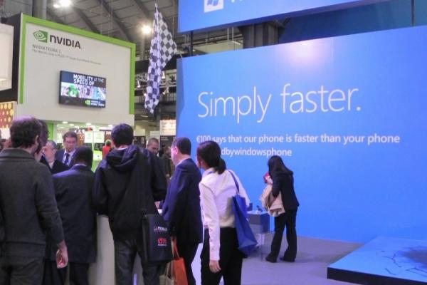 MWC 2012 - Iată standul Windows Phone, care a mizat pe simplitate și comparația cu alte sisteme de operare (Video)