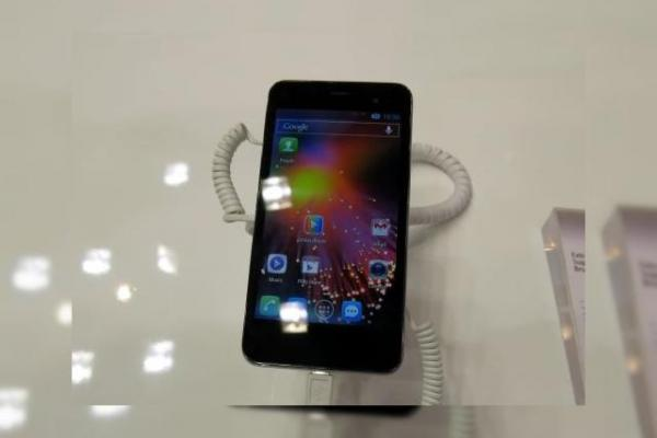 MWC 2013: Alcatel One Touch Star hands on - e loc și pentru midrange la MWC! (Video)