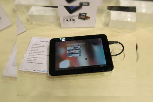 MWC 2013: Alcatel produce și tablete! Iată un hands on cu Alcatel One Touch Tab 7HD (Video)