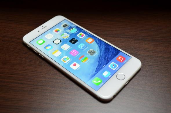 iPhone 6 Plus Review: baterie, ecran și gaming excelent, design imperfect și unele gafe Apple la pachet (Video): iphone_6_plus_review_024jpg.jpg