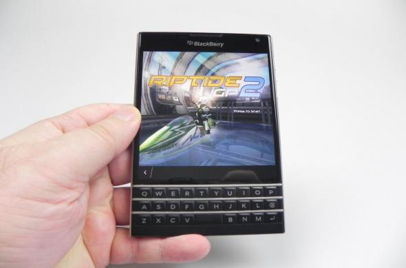 BlackBerry Passport review: murele nu trebuie să fie neapărat acre! (Video): black_berry_passport_046_copyjpg.jpg