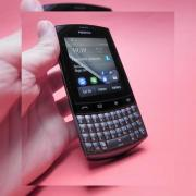Review Nokia Asha 303 - preț accesibil, Angry Birds, QWERTY și touch laolaltă (Video)