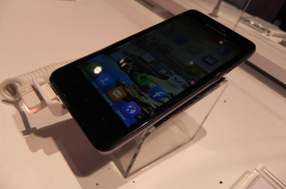 Lenovo S660 hands on preview: un midrange cu o super baterie (Retro MWC 2014 - Video): dscn4732jpg.jpg