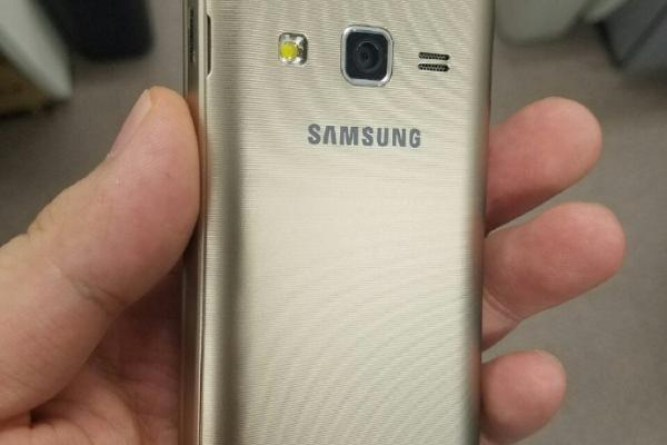 Samsung Galaxy Folder 2, fotografii hands-on