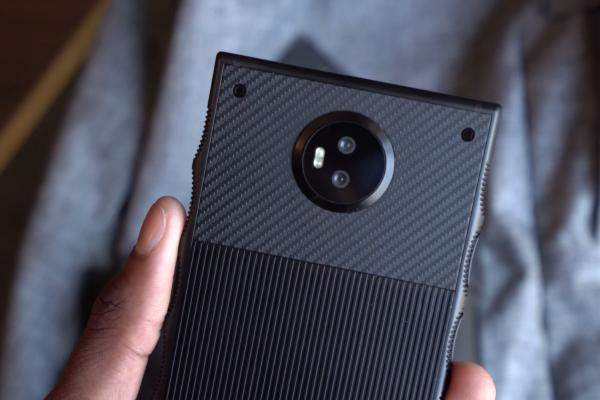 Fotohrafii hands-on RED Hydrogen One