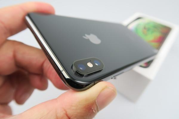 Apple iPhone XS Max: Design elegant, masiv, dar nu exagerat