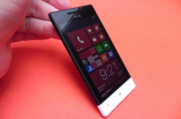 Review HTC Windows Phone 8S: design plăcut, calitate audio și câteva defecte esențiale (Video): htc_windows_phone_8s_review_mobilissimi_ro_02.jpg