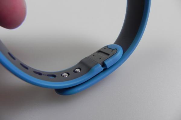 Huawei Talkband B1 review: brățara de fitness tracking cu headset integrat și câteva imperfecțiuni (Video)