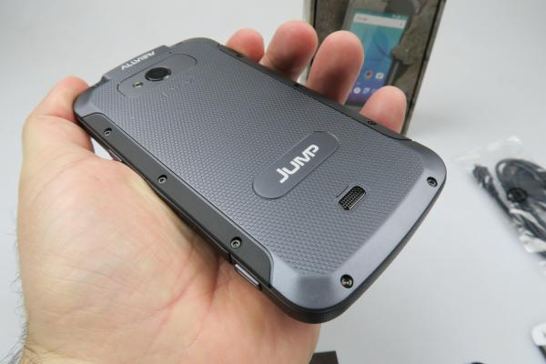 Allview E3 Jump unboxing: scoatem din cutie primul telefon rugged de la Allview (Video)