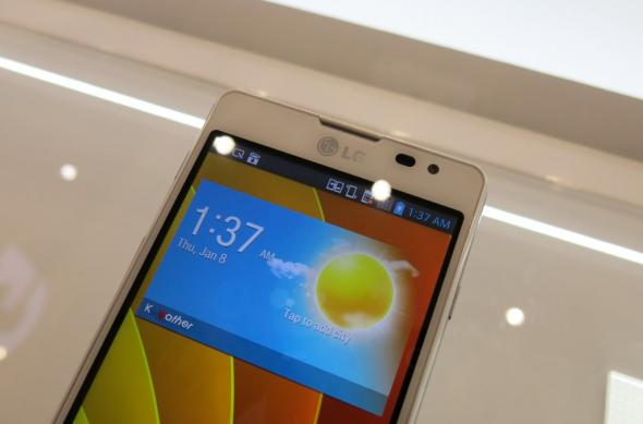 MWC 2013: LG Optimus F7 ni se prezintă la prima atingere (Video): lg_optimus_f7_03jpg.jpg