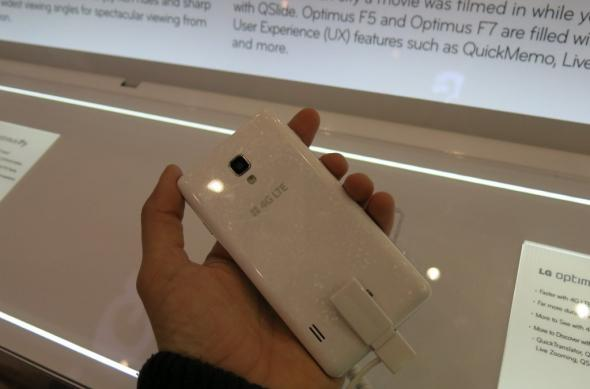 MWC 2013: LG Optimus F7 ni se prezintă la prima atingere (Video): lg_optimus_f7_14jpg.jpg