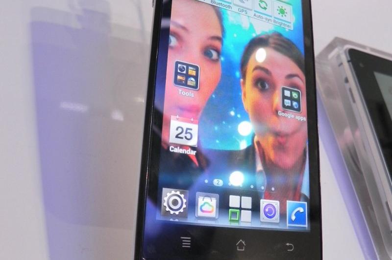MWC 2012: Huawei Ascend P1 preview - telefon subțire cu Android 4.0, display Super AMOLED (Video): dscn0675.jpg