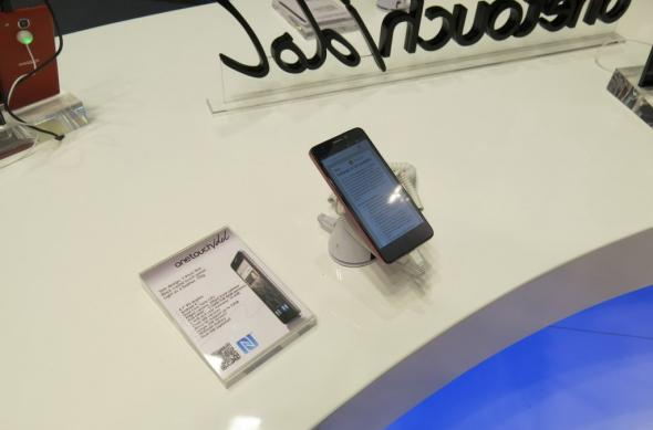 MWC 2013: Alcatel One Touch Idol, telefon cu ecran bun și Jelly Bean, carcasa cu feeling ieftin (Video): alcatel_one_touch_idol_01jpg.jpg