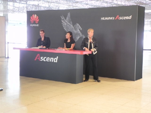 Huawei - Live blogging Mobile World Congress 2012 - imaginea 8