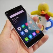 Xiaomi Mi 4i Review: telefon midrange solid, tras în jos de acustică şi software (Video)