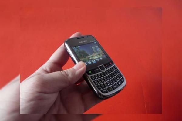 Review Allview Q1 GET - telefon QWERTY dual SIM 3G la preț rezonabil (Video)