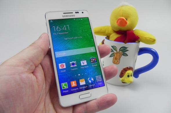 "Samsung Galaxy Alpha Review: ""terminatorul"" Samsung trece la metale ușoare, are și aspecte nefinisate (Video): samsung_galaxy_alpha_review_002jpg.jpg"