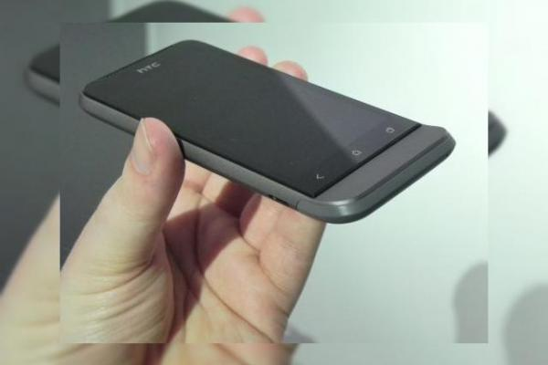 MWC 2012: HTC One V preview - ofertă low end În zona Android 4.0 și un design Legendar (Video)