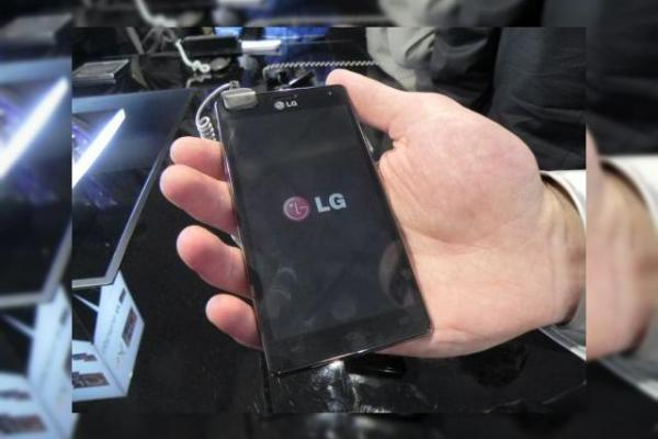 MWC 2012: LG Optimus 4X HD video preview - telefon quad core elegant În acțiune (Video)